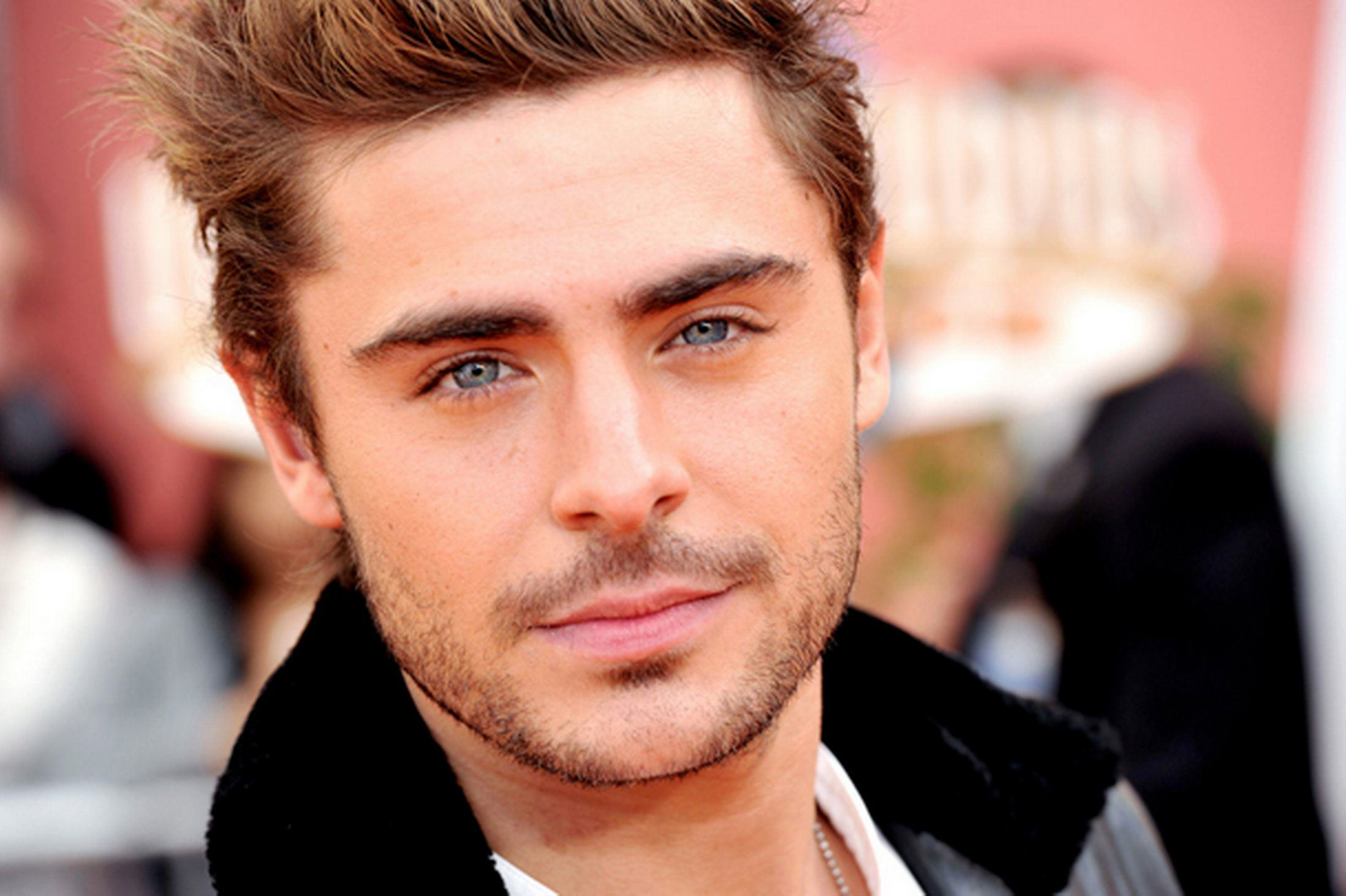 efron2 Zac Efron Blasted For His Ridiculous Martin Luther King Day Tweet