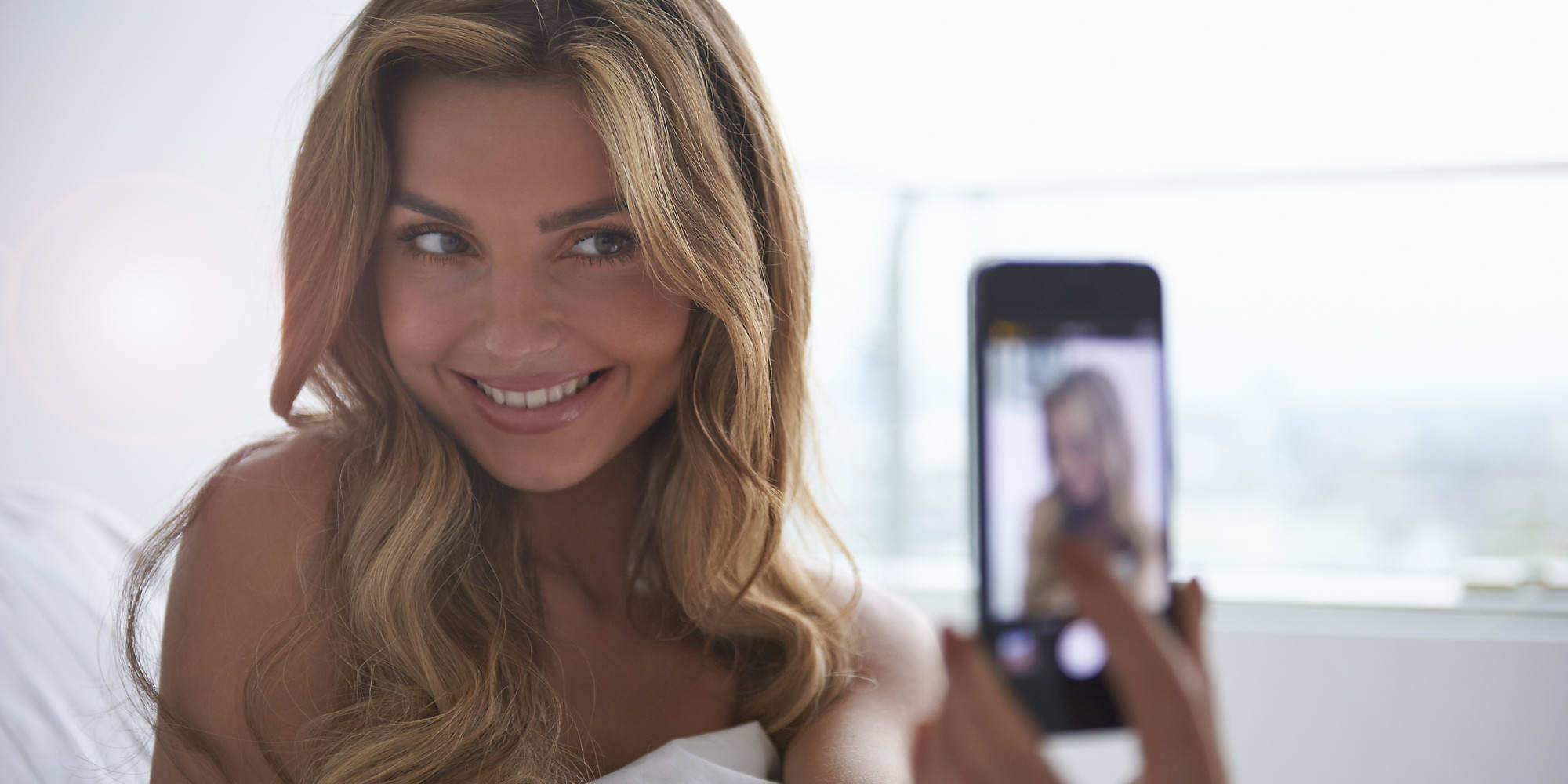 Having A Selfie Addiction Could Be Ruining Your Love Life o SELFIE facebook 1