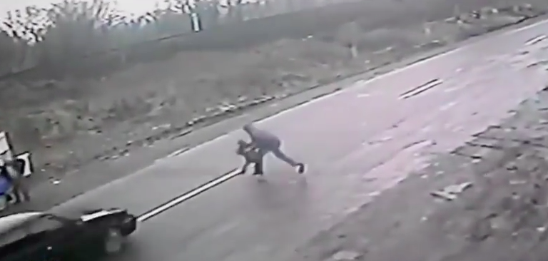 Screen Shot 2016 02 24 at 13.07.17 Dramatic Footage Shows Hero Dad Save Son From Speeding Car