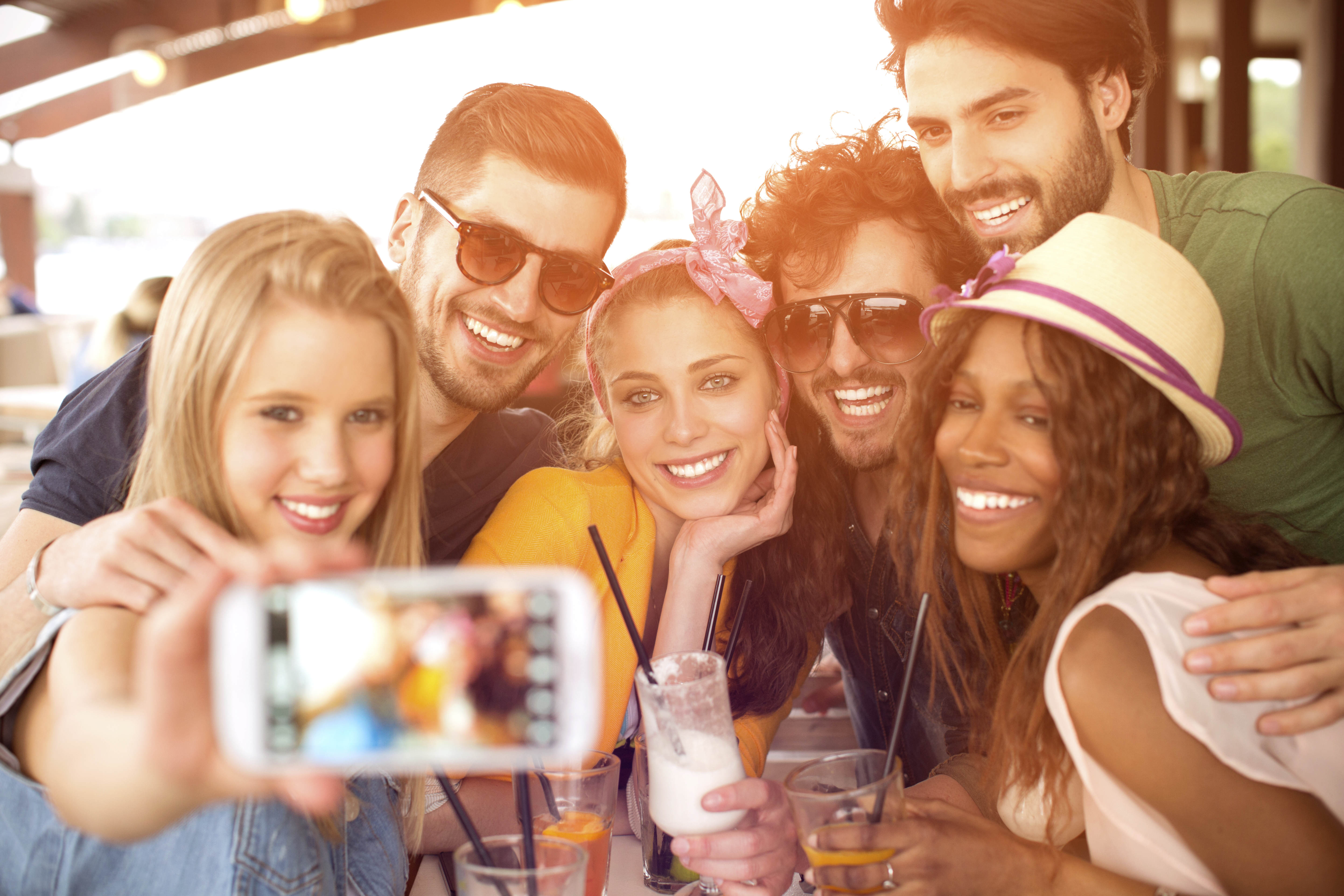 iStock 000040603472 XXXLarge Wingman Your Whole Squad With This New Tinder Style App