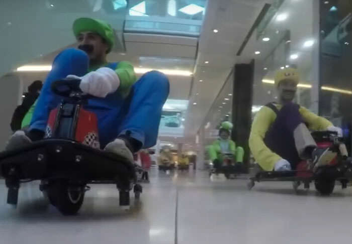kart1 1 Pranksters Take Over Shopping Mall In Mario Kart Flash Mob