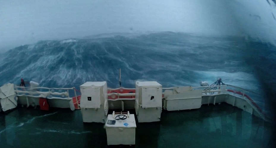 storm1 This Terrifying Footage From A Boat During Storm Gertrude Is Insane