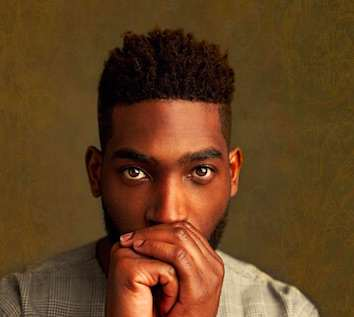 tempah1 Street Seller Who Accidentally Photobombed Tinie Tempah is Now A Model