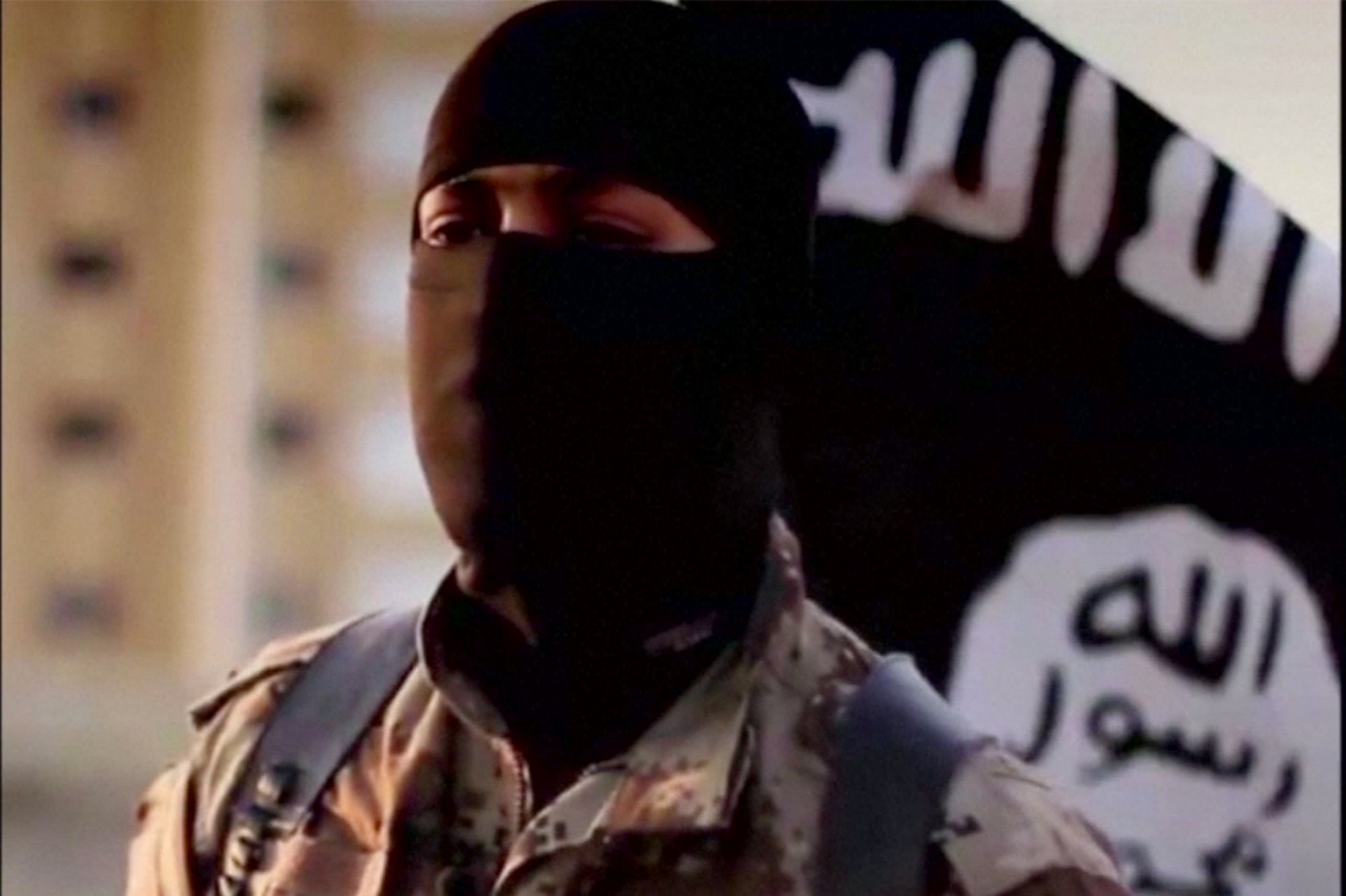 1435310106027.cached British ISIS Fighters Release Video Threatening Heathrow And Downing Street