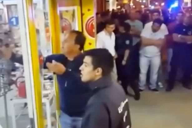 A robber who was caught in the act by police grabbed on to a nearby woman Video Shows Dramatic Moment Thief Takes Woman Hostage At Knifepoint
