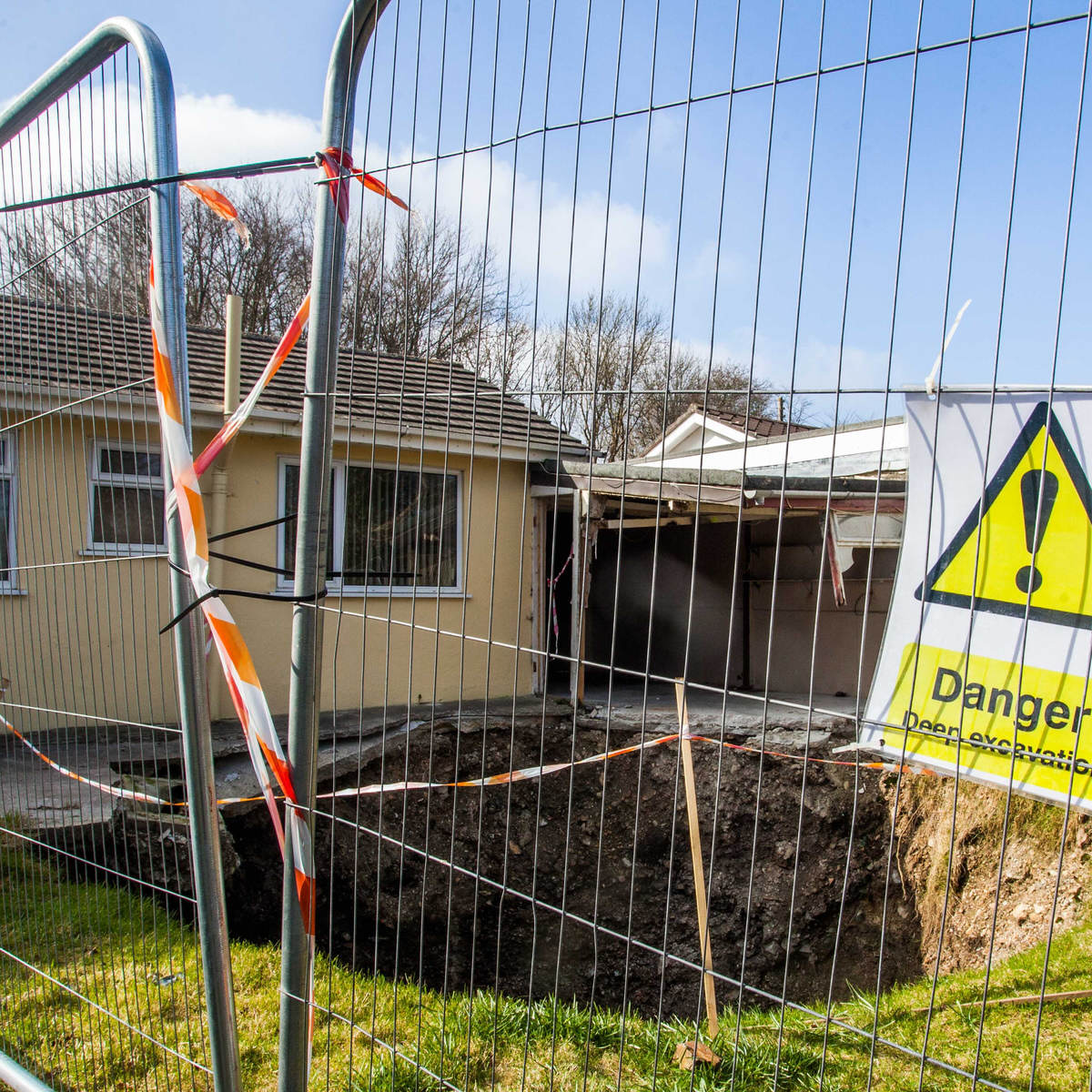 SWNS MINESHAFT CORNWALL 08 Giant Sinkhole Opens Up Outside UK Home, Its F*cking Terrifying