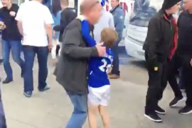 Man United And Everton Fans Have Brutal Brawl At Motorway Services Everton vs Manchester United fans fight