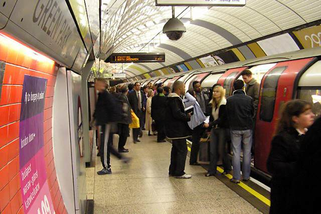 New Tinder Update Could Be A Game Changer London.underground.arp .750pix 640x426
