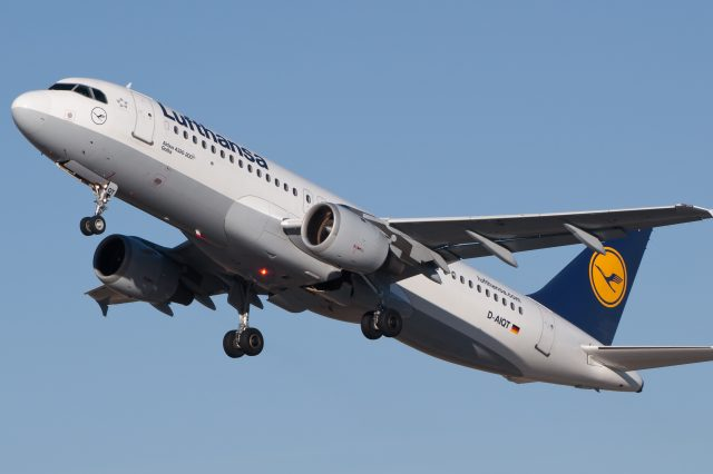 Lufthansa Airbus A320 211 D AIQT 01 640x426 Drone Allegedly Collides With Passenger Jet In London
