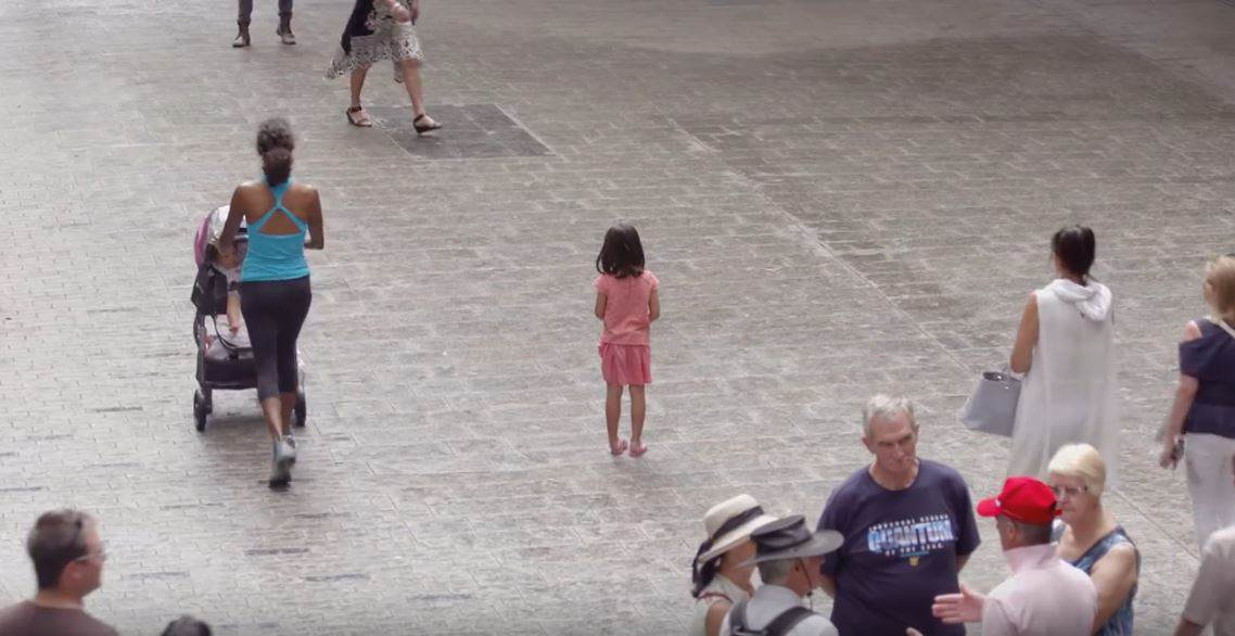 child2 Thousands Of People Ignore Lost Kids In Eye Opening Social Experiment