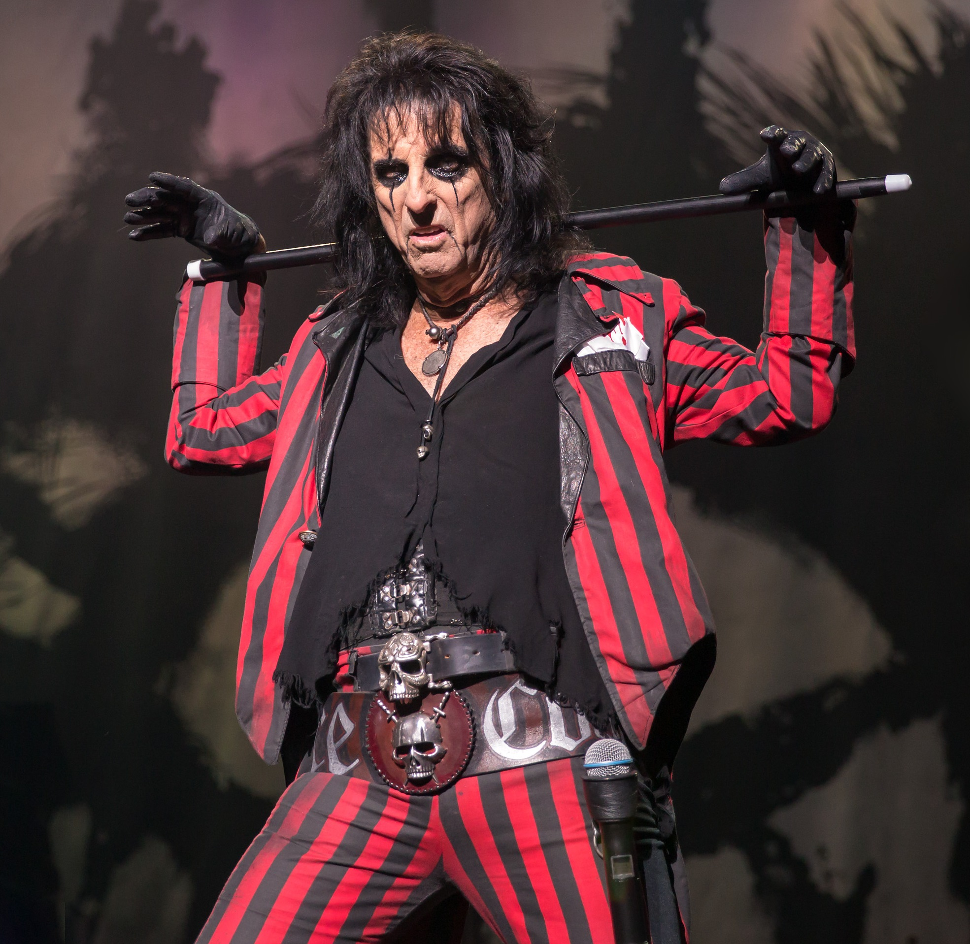 Alice Cooper 2015 Rock Star Pisses Off Whole City With Werewolf Facebook Question