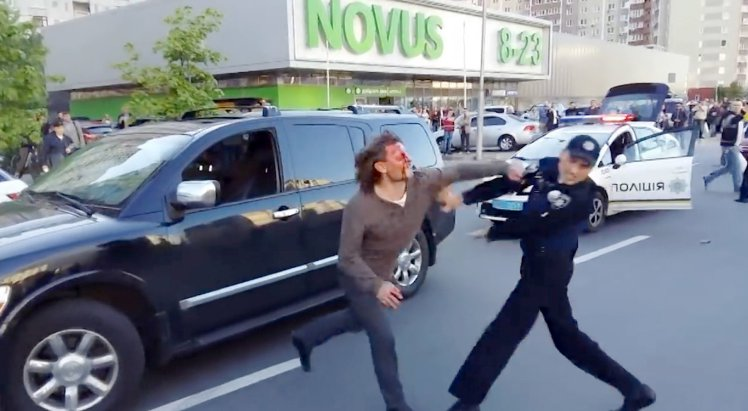 ad 204518400 Former Wrestling Champ Fights Off Seven Police Officers In Epic Street Brawl