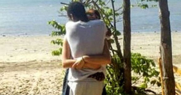 hug2 This Viral Photo Of Two People Hugging Is Driving The Internet Mad