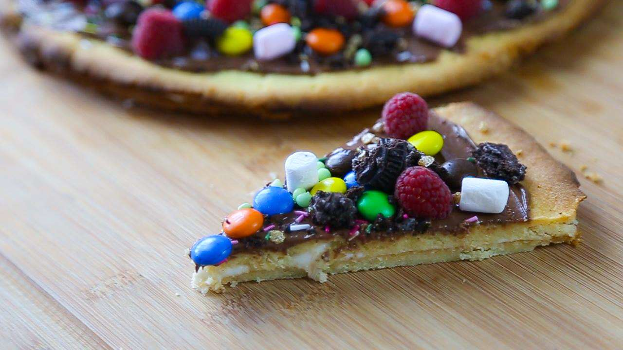Heres How To Make Dessert Pizza dessertpizstill1