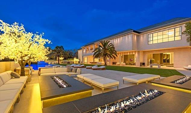 jay z house 1 A Look Inside Beyoncé And Jay Zs Incredible New $93 Million Home