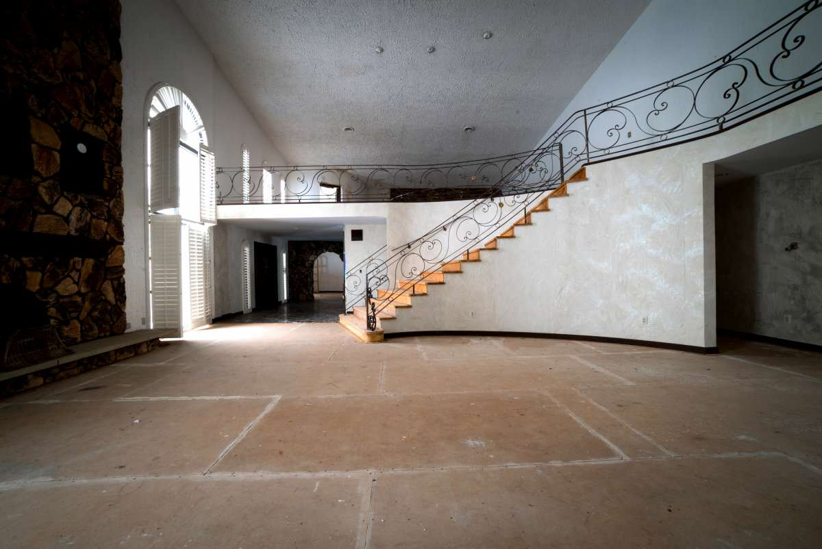 tyson11 Mike Tysons Abandoned Ohio Mansion Is Spectacular, Take A Look Inside
