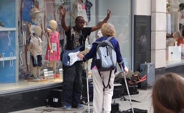 3635624F00000578 3687132 image a 43 1468354762726 Brilliant Moment Crowd Shower Busker With Tips After Woman Kicks Off