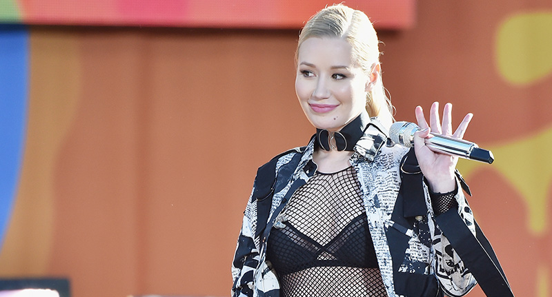 iggy fb Iggy Azalea Is Being Accused Of Getting Bum Implants Because Of This Photo