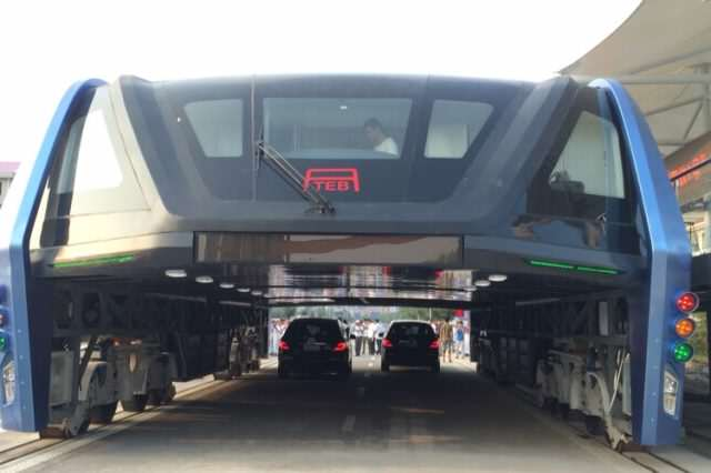 2016080218000035 3316 640x426 Chinas Elevated Bus Concept To Ease Traffic Becomes A Reality
