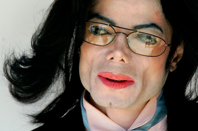 GettyImages 52604417 640x426 Michael Jacksons Doctor Makes Serious Allegations About Stars Family