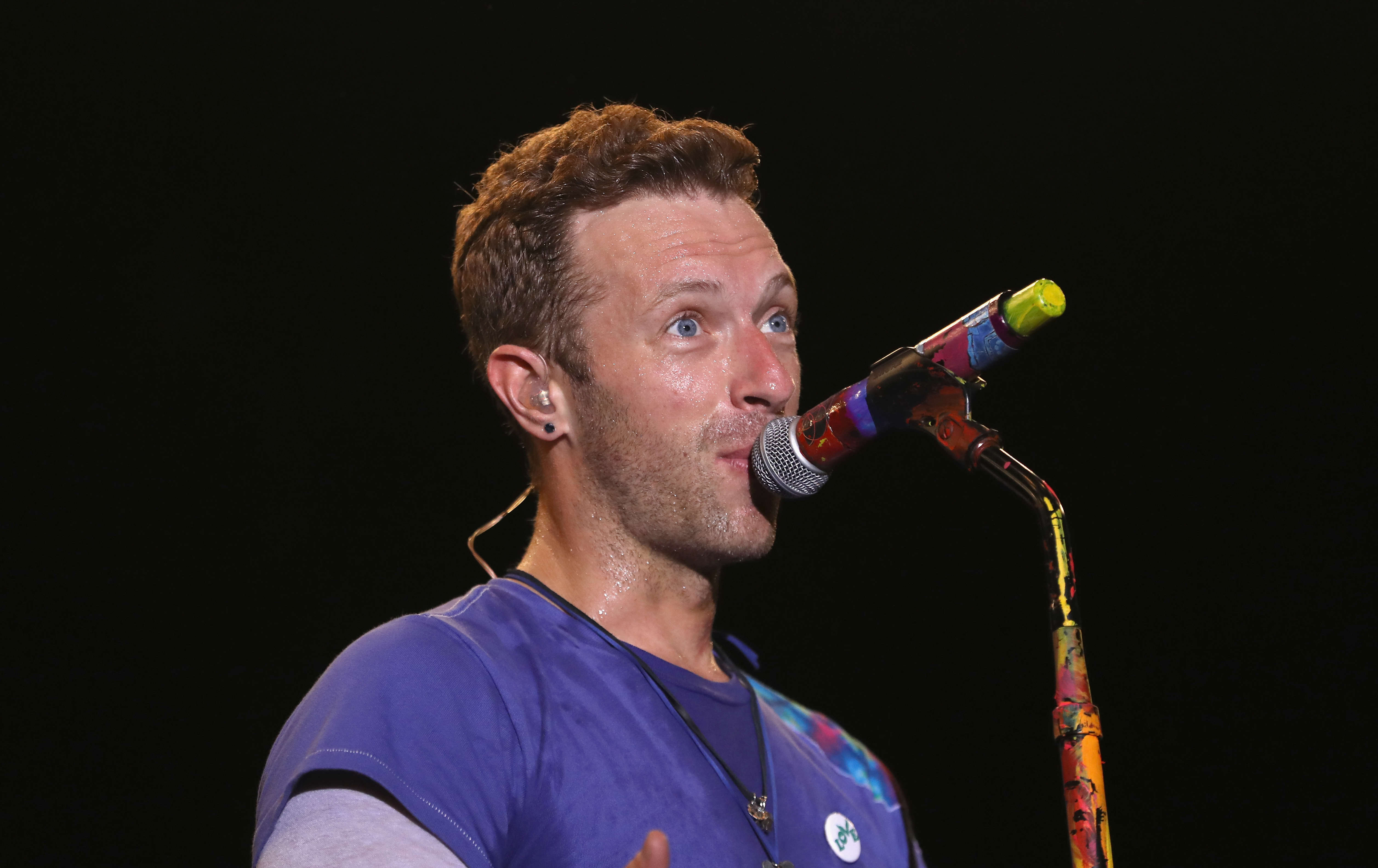GettyImages 543490330 Heres What Chris Martin Did When A Fan Begged Him For Sex