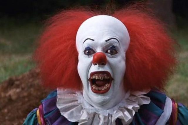 Police Investigating Clown Seen Trying To Lure Children Into Woods Pennywise the clown 640x426