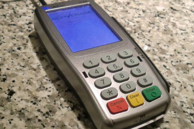Hackers Reveal How To Make ATMs Spit Cash VeriFone credit card terminal Servebase 640x426