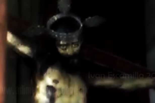 jesus 2 Statue Of Jesus Opens Eyes In Spooky Footage