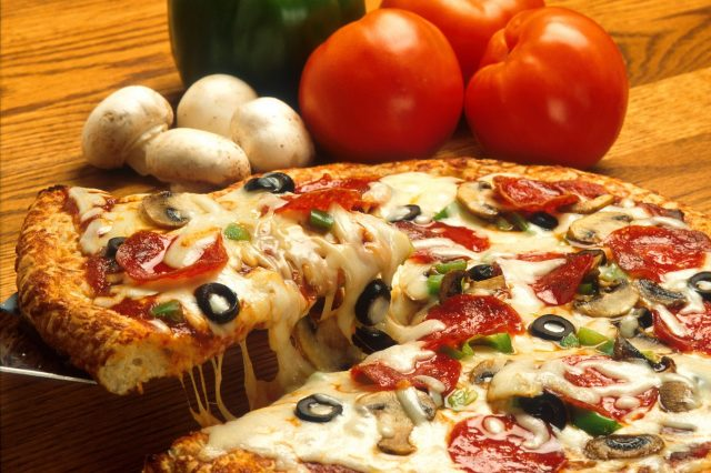 vegetables italian pizza restaurant 640x426 This Is How To Order The Most Pizza For The Least Money