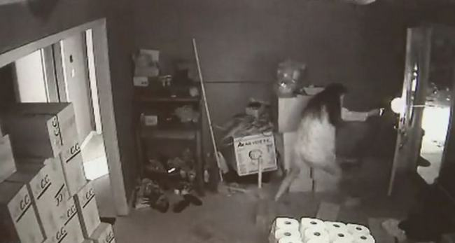 2016 09 24 1154 CCTV Captures Woman In Pyjamas In Crazy Gunfight With Intruders
