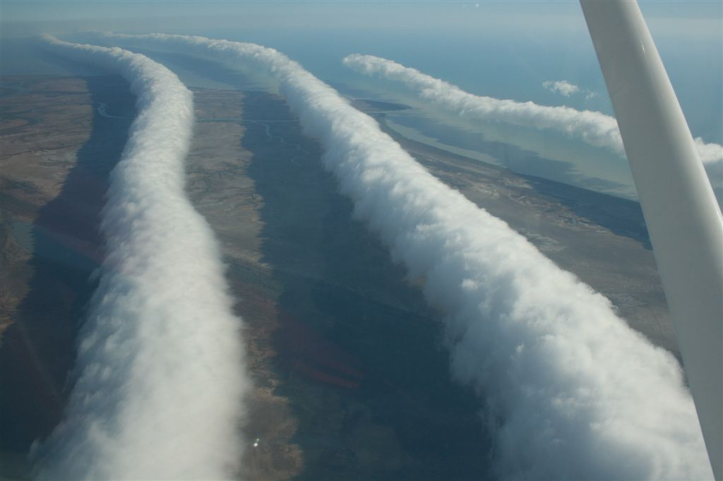 Australians Amazed By 600 Miles Of Incredible Cloud Formation MorningGloryCloudBurketownFromPlane