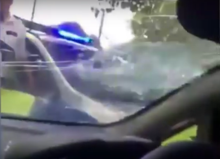 Shocking Footage Shows London Policeman Smashing Car Windscreen smash1