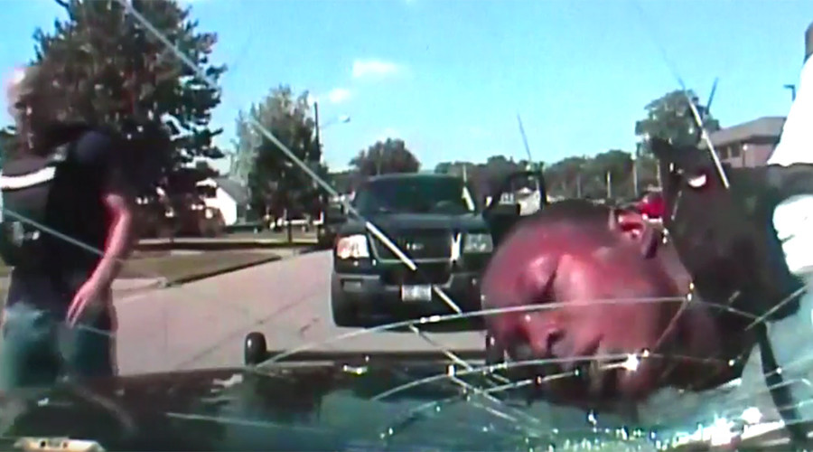 Dash Cam Footage Shows Cop Smash Windscreen With Guys Face smith1