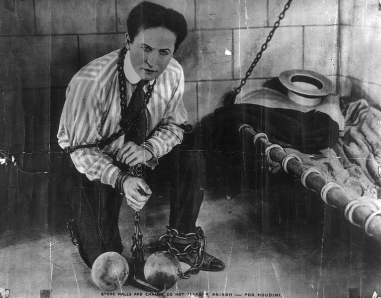 12182UNILAD imageoptim Harry Houdini These Are All The Things You Never Knew About Halloween