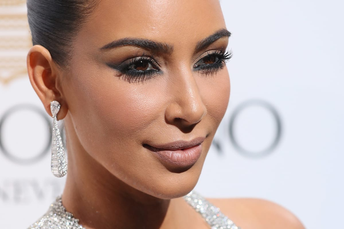 Theres Some Crazy Conspiracies Surrounding Kim Kardashians Robbery 14615UNILAD imageoptim GettyImages 532000996