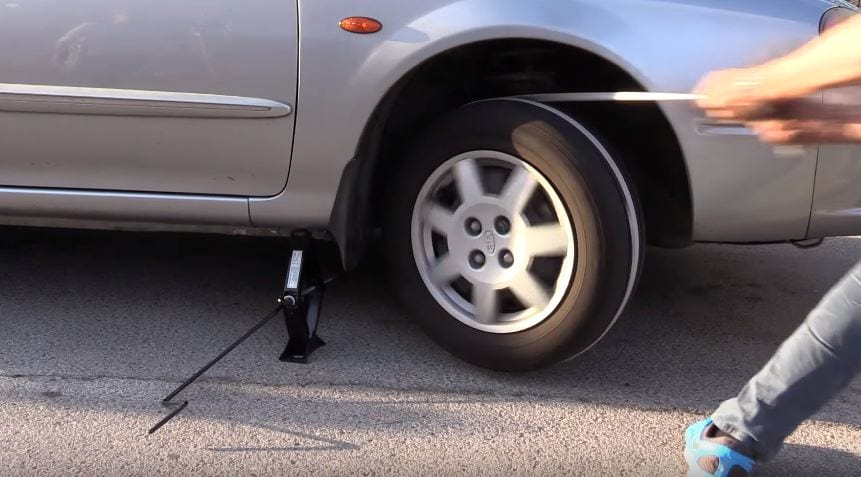 This Is How You Jump Start Your Car With Just A Rope 29488UNILAD imageoptim pull 1