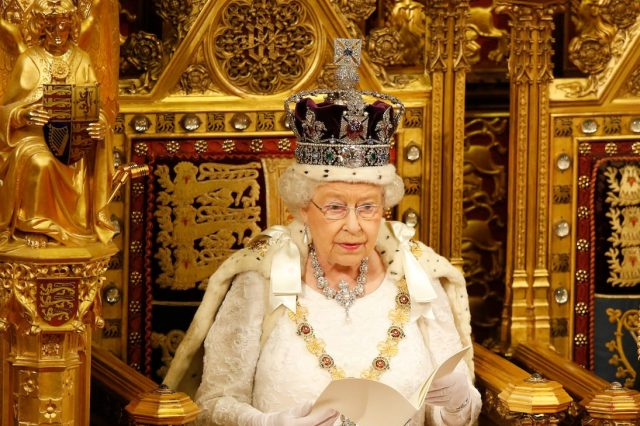 31028UNILAD imageoptim GettyImages 532081604 640x426 Republican Movement Wants Referendum On Royal Family After Queens Death