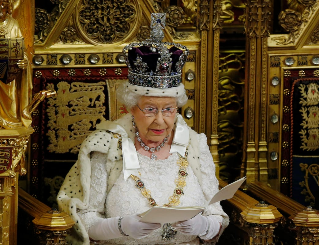 43614UNILAD imageoptim GettyImages 474851874 The Queen Is Hiring Someone To Do A Very Personal Job For Her