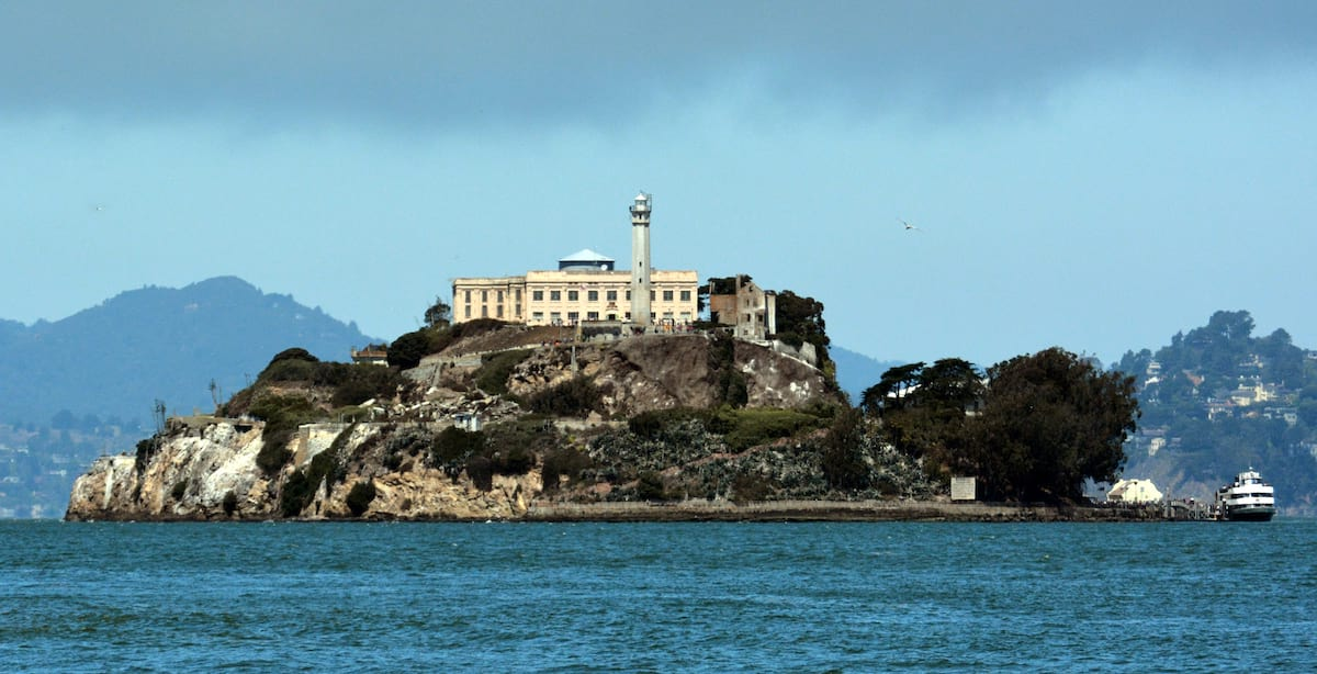 4624UNILAD imageoptim Alcatraz Island photo D Ramey Logan Heres How To Survive A Zombie Apocalypse