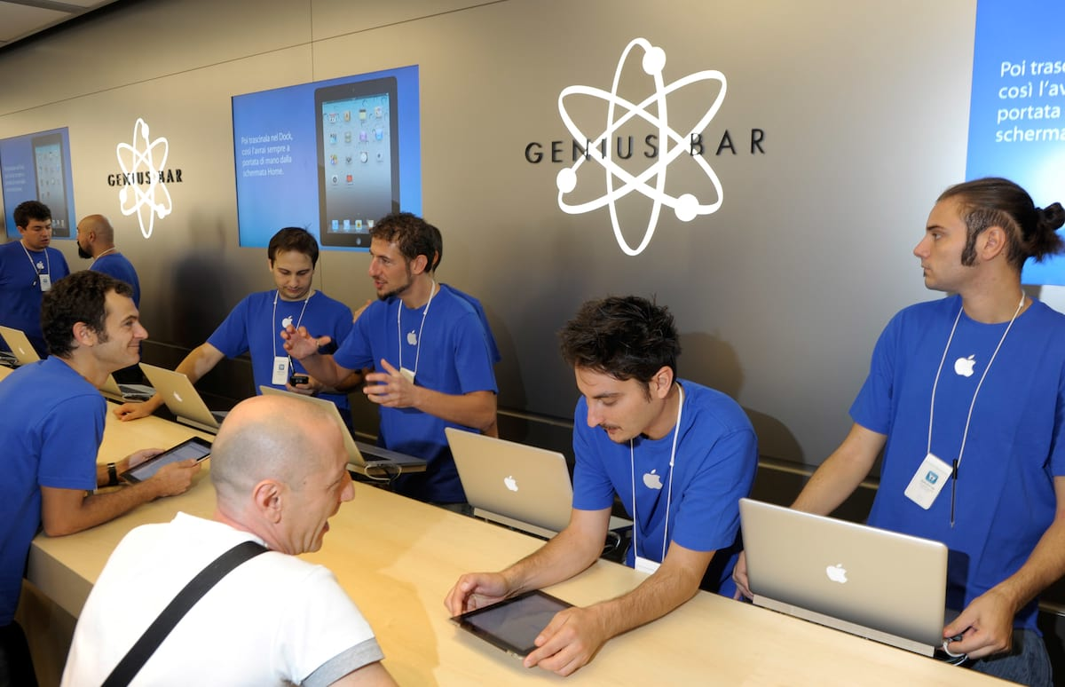 Apple Geniuses Sacked After Stealing Nudes From Customers Phones 59567UNILAD imageoptim GettyImages 125406423