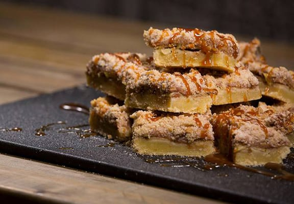 Here's How To Make Apple Crumble Slices