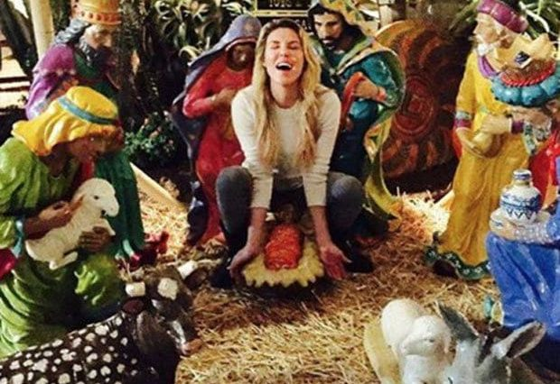 38251UNILAD imageoptim Brandi Glanville gives birth in nativity 728826 620x426 Reality Star Slammed For This Offensive Nativity Scene Photo