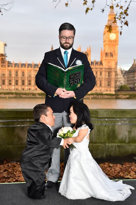 This Couple Just Set A New Guinness World Record 43795UNILAD imageoptim wedding4