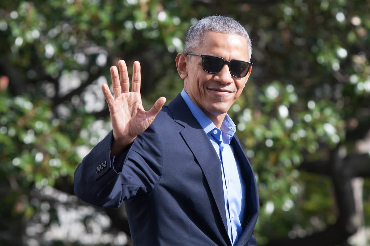 People Are Worried Obama Might Refuse To Stop Being President 44136UNILAD imageoptim obama2