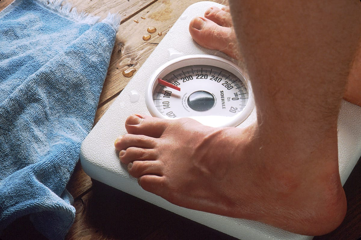 Does The 5:2 Diet Actually Work Part Two: The Results 56838UNILAD imageoptim Feet on scale