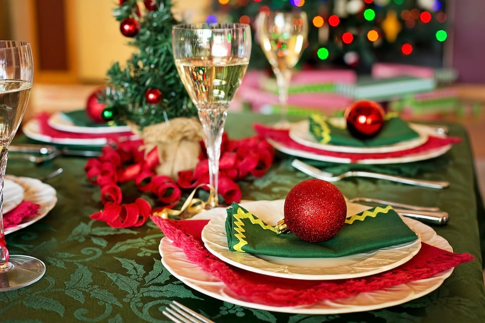 15048UNILAD imageoptim pixabay These Places Are Doing Free Christmas Dinners For The Lonely And Homeless
