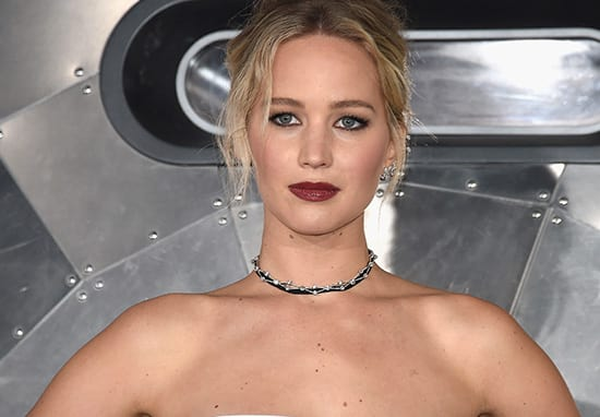 Jennifer Lawrence Ruins Cute Photo By Taking A P*ss