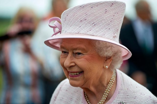 64385UNILAD imageoptim GettyImages 546979748 640x426 The Queens Illness Mystery Deepens As Buckingham Palace Refuse To Comment