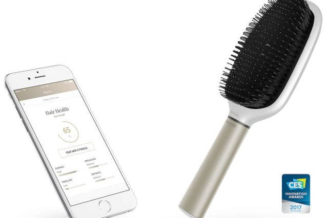 12354UNILAD imageoptim hairbrush kv 640x426 The 5 Weirdest Gadgets At CES 2017 Including Smart Boxers For Your Junk