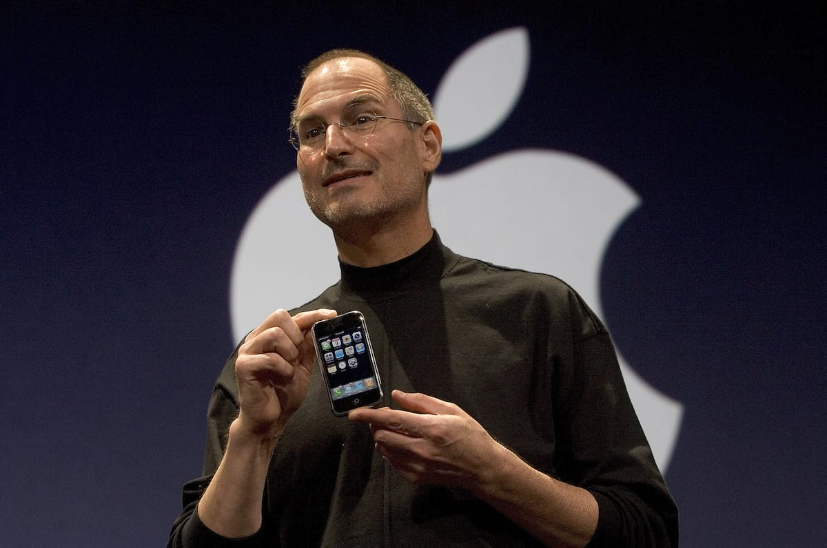 1476UNILAD imageoptim GettyImages 72955624 Watch Steve Jobs Introduce The Very First iPhone Ten Years Ago Today
